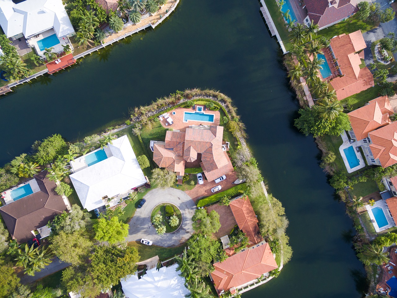 homes near water canal in Florida
